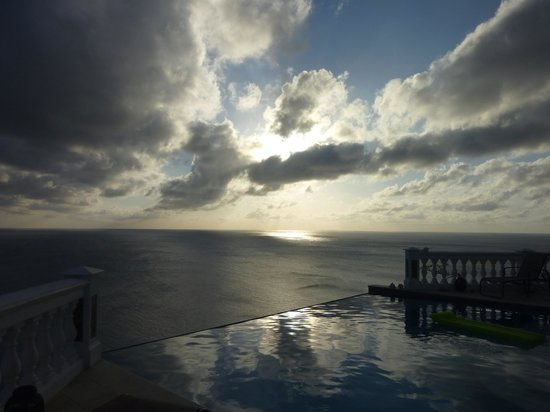 The Valley, Anguilla: Terrific sunsets!