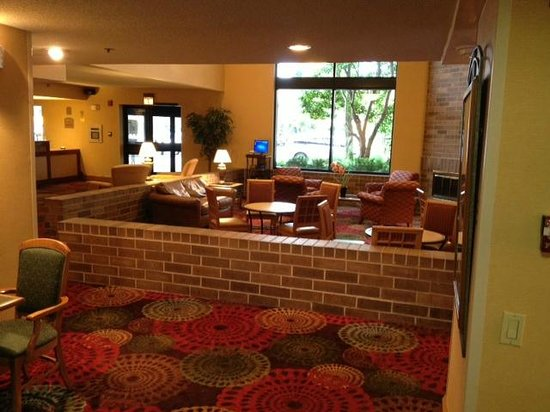 Arlington Heights, IL: Lobby