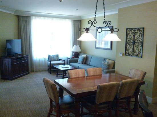 Marriott's Canyon Villas at Desert Ridge: Dining table