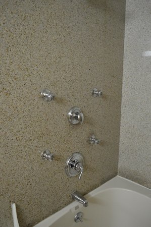 Country Inn & Suites Absecon: Turn knobs HARD. Put your back into it. Good luck!