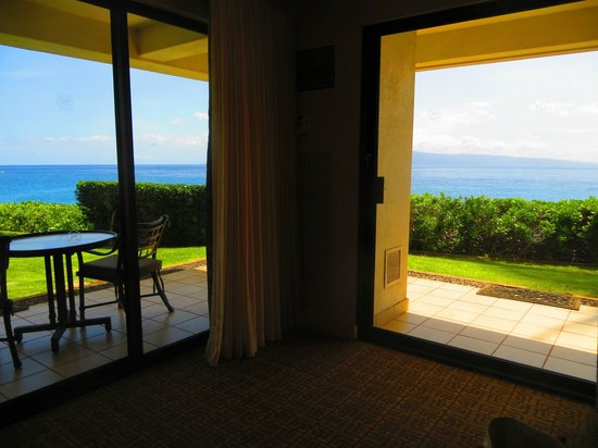Sheraton Maui Resort & Spa: View from our Deluxe Ocean Front Room in Bldg 6