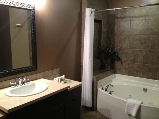 Bighorn Meadows Resort: One bedroom bath