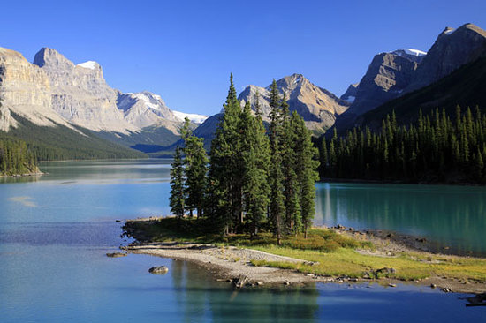 Sunwapta Falls Rocky Mountain Lodge: Spirit Island on Maligne Lake!