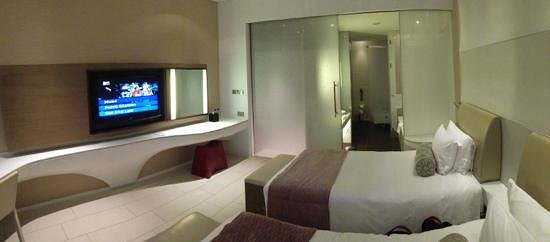 Yas Viceroy Abu Dhabi: huge room