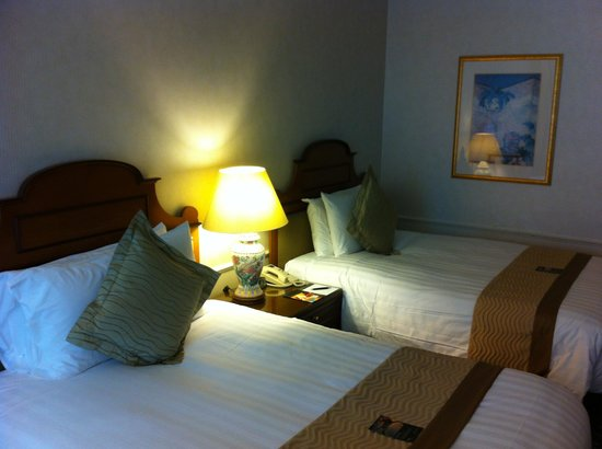 InterContinental Singapore: Two queen sized beds make up a Twin