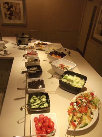 Kempton Park, Südafrika: Evening Buffet Salad Bar
