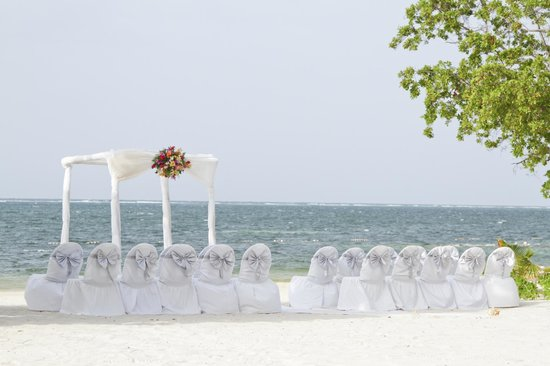 Iberostar Rose Hall Suites: Wedding set up