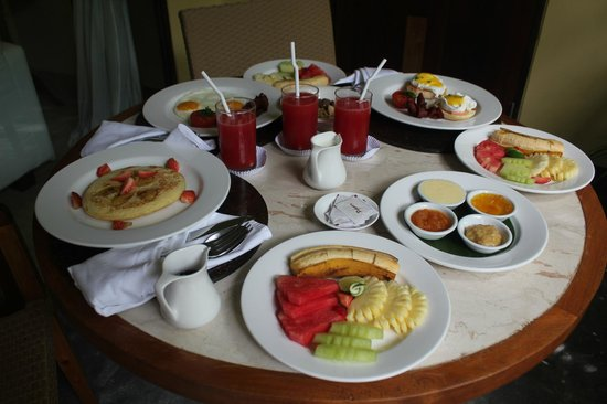 Komaneka at Rasa Sayang: Nice breakfast - do it in-room!