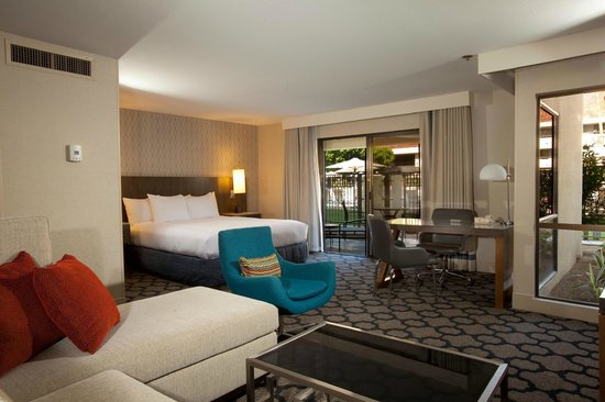 Hilton Palm Springs Resort: Poolside Junior Suite with King Bed