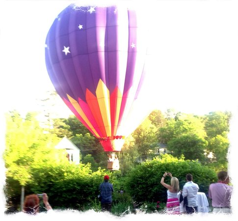 Quechee, VT: Balloons over the Parker House!