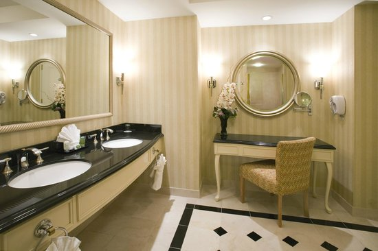 Resorts Casino Hotel: Rendezvous Tower Bathroom