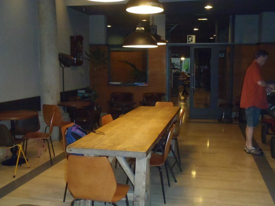 Hostal Persal: the breakfast room, with long comunal table