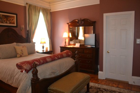 Inn On Carleton: Other side of bedroom