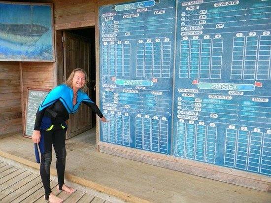 Anthony's Key Resort: Simple as put your name on the board and go dive!
