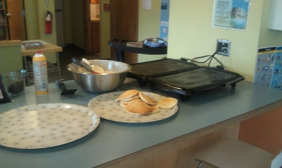 Hostelling International Seattle at American Hotel: Pancake dinner