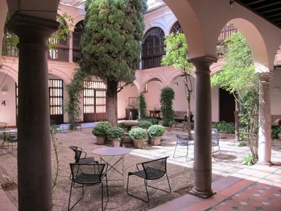 Parador de Granada: The patio