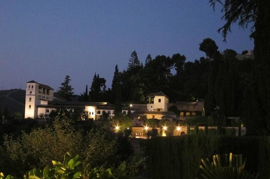 Parador de Granada: Generalife at night