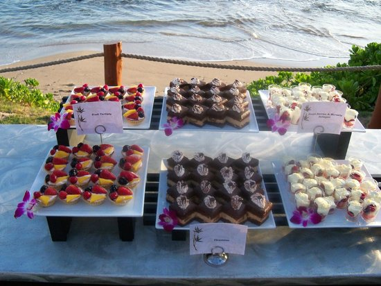 Hyatt Regency Maui Resort and Spa: delightful desserts for our function
