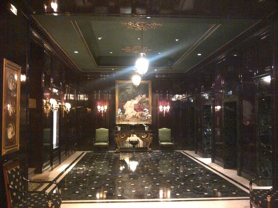 InterContinental Paris Le Grand : elevator entrance on main floor