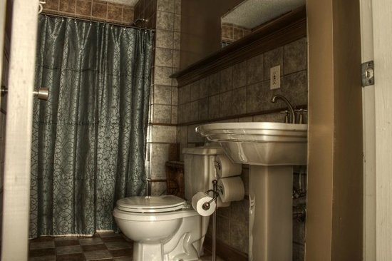 Naomi's Inn B&B: Private Bathroom