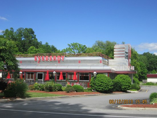 Hyde Park, Nueva York: Eveready Diner seen from the road
