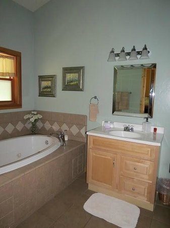 Arnold Black Bear Inn: Tuscany private bathroom