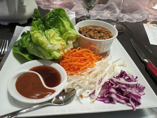Arnold Black Bear Inn: chicken lettuce wraps
