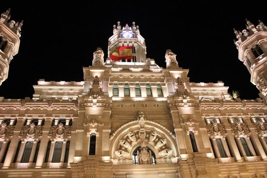 Plaza cibeles edificio de correos picture of palacio for Edificio de correos madrid