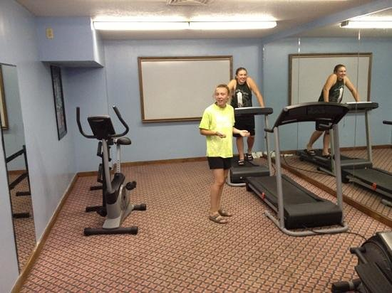 Clarion Inn: workout room-very hot in here and not much going on