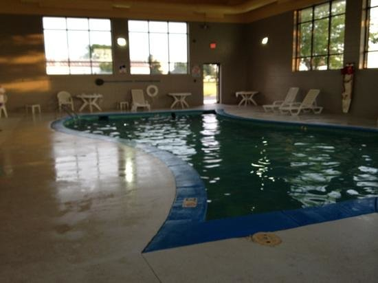 Clarion Inn: another view of the pool. note that this hotel is sold out this weekend and after dinner there i