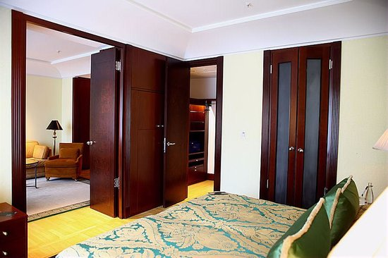 Spacious bedroom with a separate dressing room picture for Dressing area in bedroom