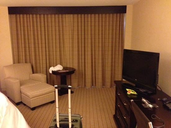 Sheraton Arlington Hotel: Standard deluxe room. Similar to other Sheratons I stayed at.
