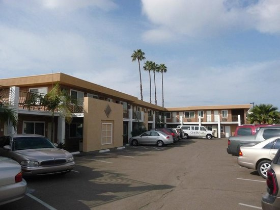 Comfort Inn At The Harbor: Hotel parking area