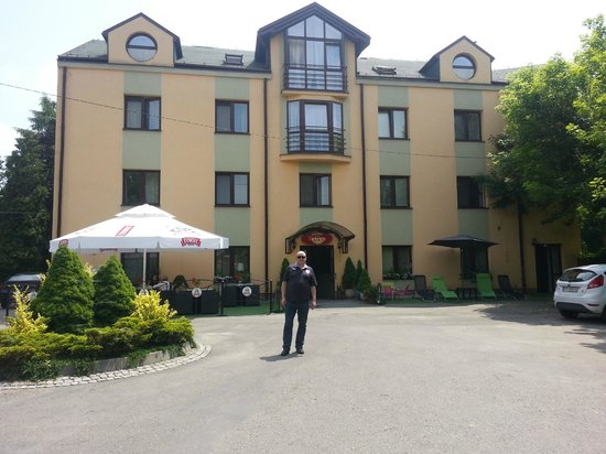 Petrus Hotel: view from front of hotel.