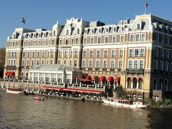 InterContinental Amstel Amsterdam: Canal side of the hotel