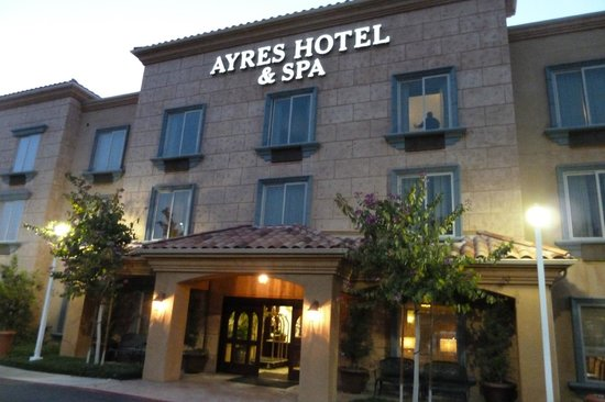 hotel exterior picture of ayres hotel spa mission. Black Bedroom Furniture Sets. Home Design Ideas