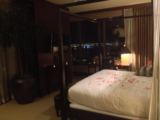 Hotel 1000: Bed
