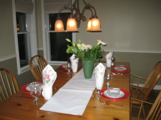 Forest Gate Bed and Breakfast: One of two dining areas
