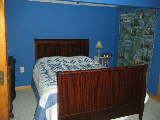 The Sawyer House Bed and Breakfast, Llc: Door County Lighthouse Suite one of bedrooms