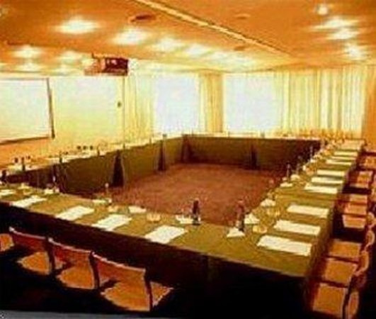Paulista Wall Street Suites: Conference & Banquets