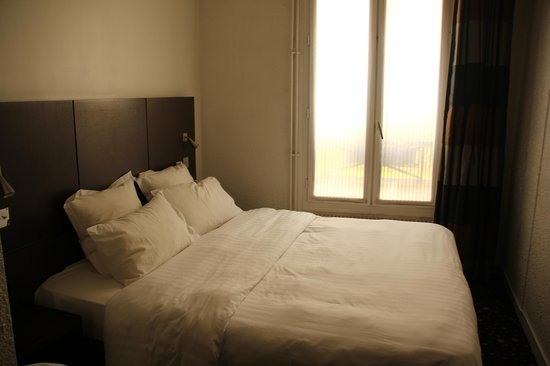 cama foto van le 55 montparnasse hotel parijs tripadvisor. Black Bedroom Furniture Sets. Home Design Ideas