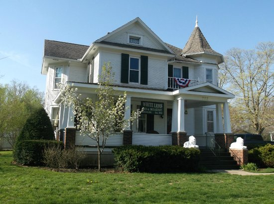 White Lions Bed And Breakfast Winterset Iowa