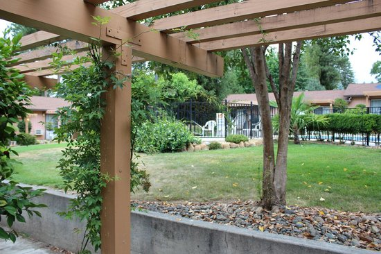 Individual small porches outside each room for Ponderosa gardens motel paradise ca
