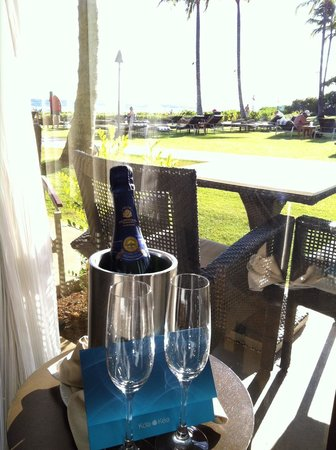 Koa Kea Hotel & Resort: Champagne waiting for us in our room upon checkin