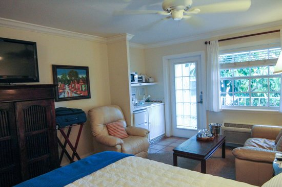 The Caribbean Court Boutique Hotel: our room 121