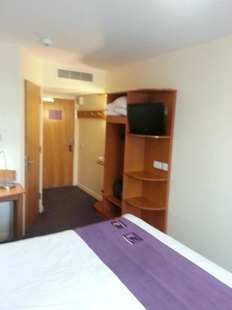 Premier Inn Chester City Centre Hotel: Empty shelves under TV that could have housed the kettle