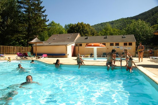 Piscine picture of camping le pont du tarn florac for Camping lozere piscine