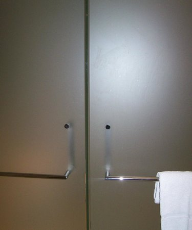 MGM Grand Detroit: Left door is for Toilet area; Rt side is for double shower