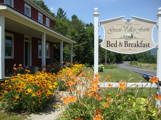‪Nye's Green Valley Farm B&B‬