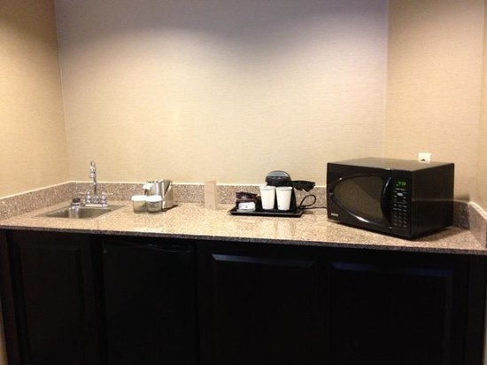 DoubleTree Suites by Hilton Hotel Columbus Downtown: Remodeled bathroom - sink area